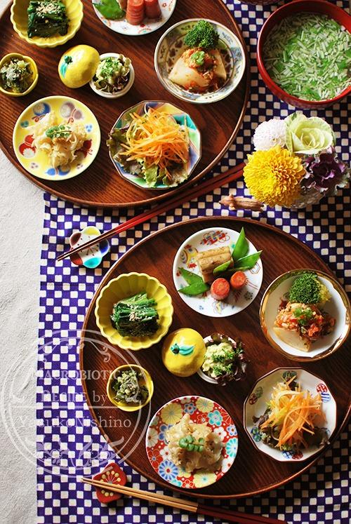 黄色い菊型小鉢や金の入った華やかな小皿